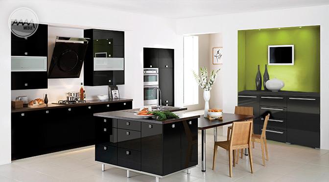 Czarna komoda w kuchni jako wyspa kuchenna