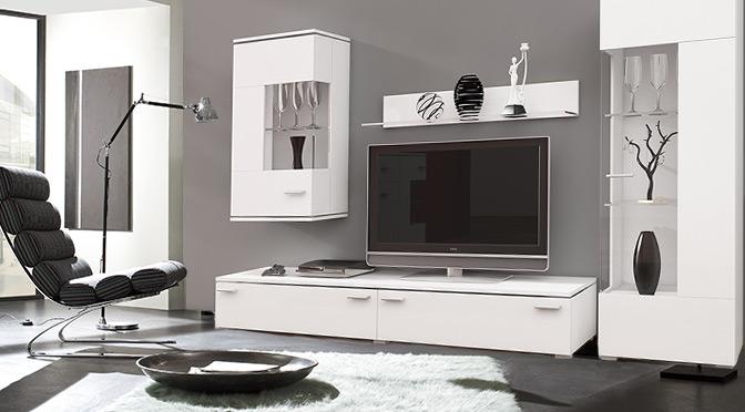 Białe meble z połyskiem do salonu